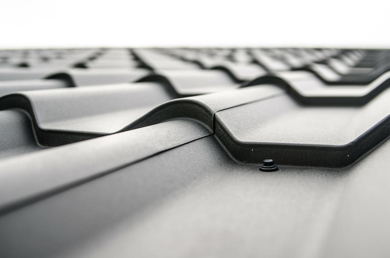 Chcete ušetřit na stavbě střechy? Víme, jak to (ne)dělat!