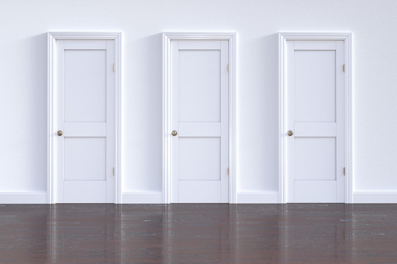 Jaké možnosti nabízejí moderní interiérové dveře?